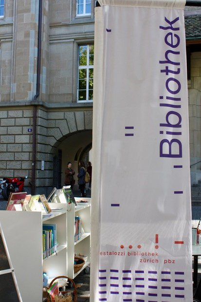 Pop-Up Library von PBZ Pestalozzi-Bibliothek Zürich am PARK(ing) Day 2019