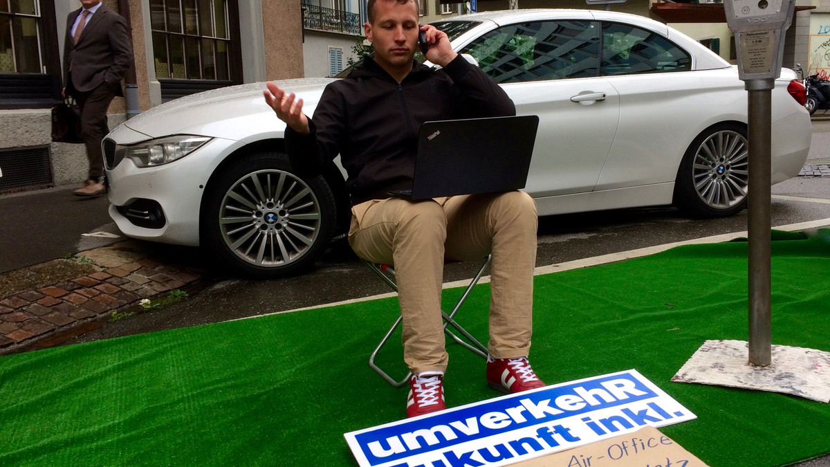 Open-Air-Office statt Parkplatz am PARK(ing) Day 2017 in Zürich