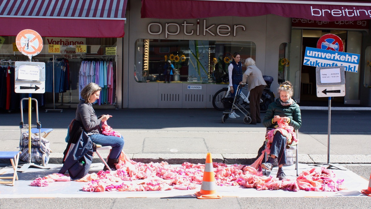 Häkelaktion am PARK(ing) Day 2019 in Zürich